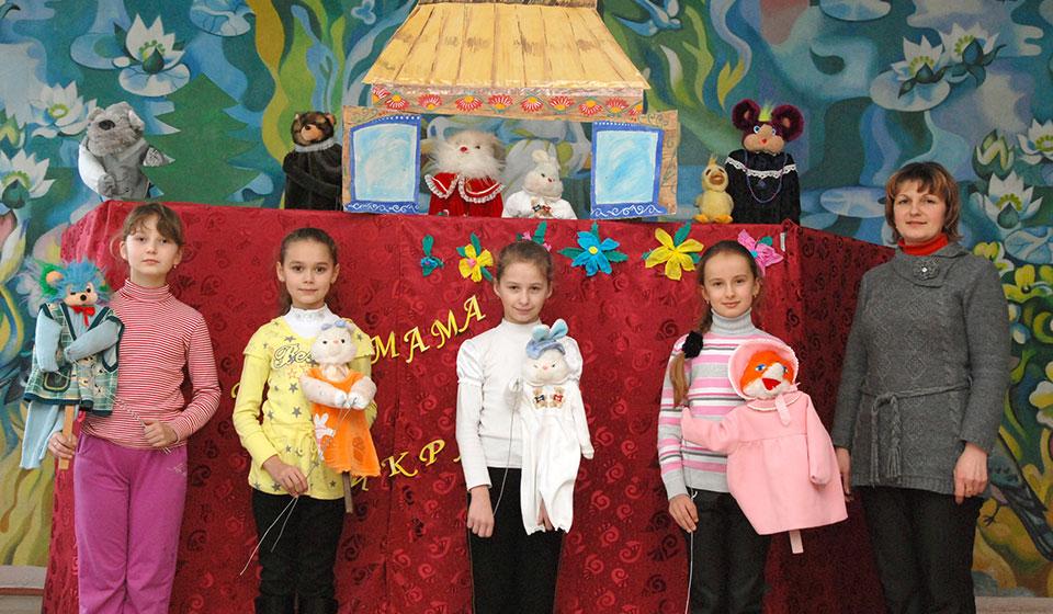 Гурток «Ляльковий театр» з керівником. 2011 рік